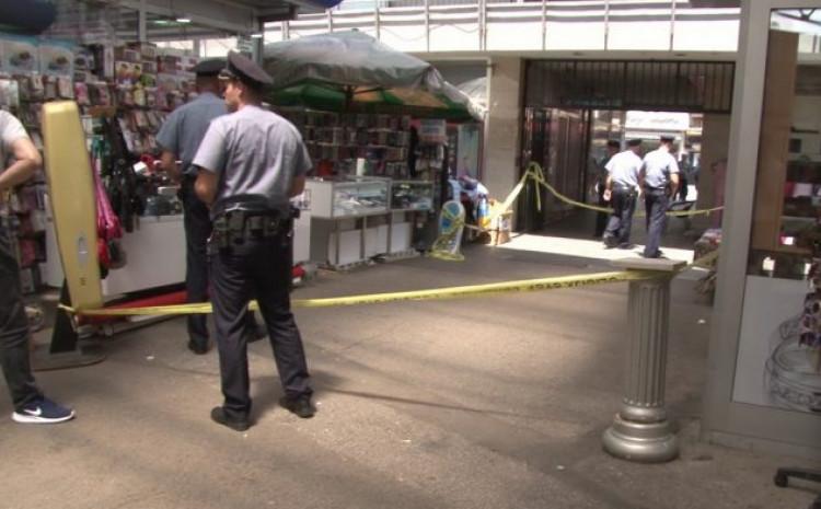 Uviđaj nakon pucnjave ispred radnje u kojoj se prodaju mobiteli
