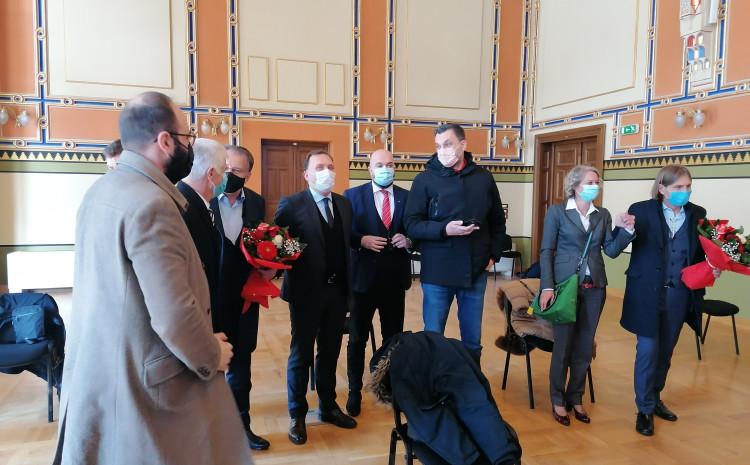 Lideri stranaka stigli u Vijećnicu