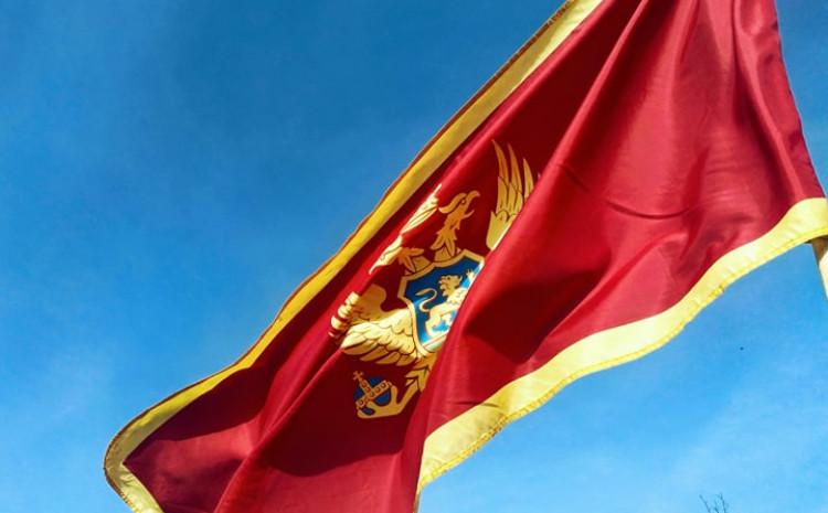 Crnogorci se okupljaju ispred Vlade