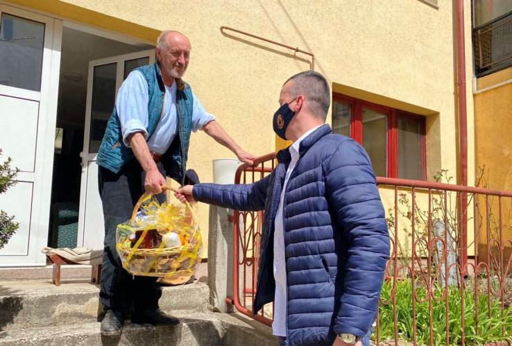 Smaila su obradovali pokloni koje mu je poslao načelnik Ibrahim Hadžibajrić