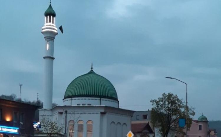 Šarenu džamiju džematlije Gračanice sagradile su poslije rata u BiH