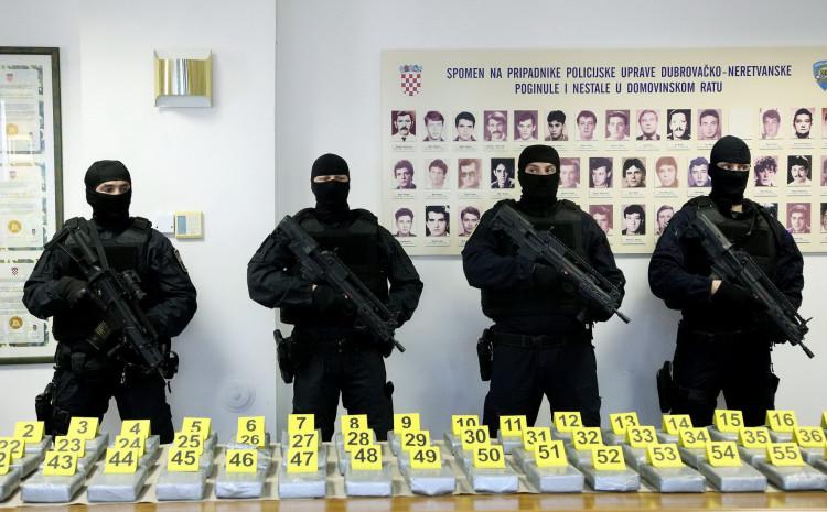 Zaplijenjena droga pokazana na press konferenciji
