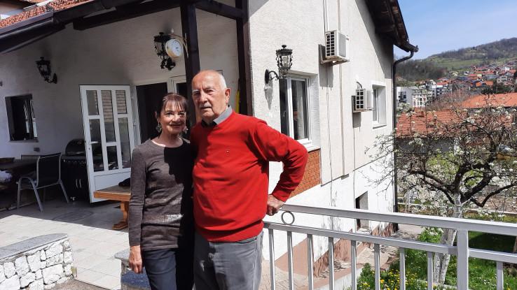 Ispred svog doma u Gračanici