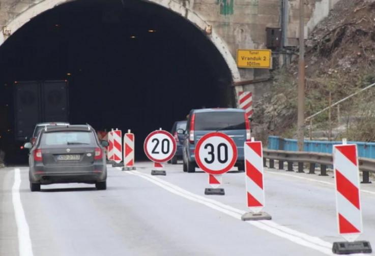 Radi se u nekoliko tunela