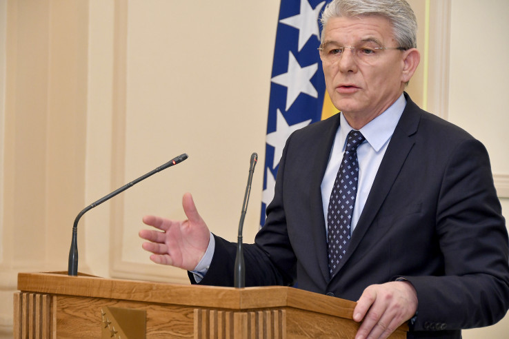 Džaferović: Čuva  Izetbegoviću stolicu