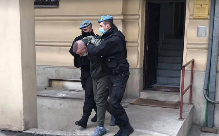Odvođenje taksiste iz prostorija Tužilaštva