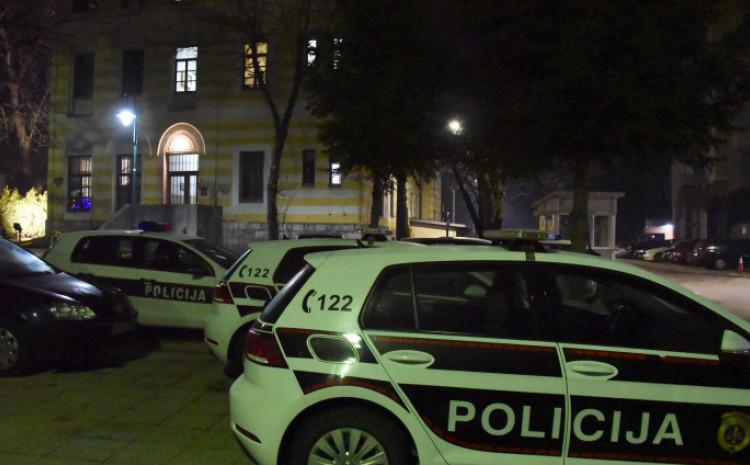 Policajci zatekli muškarca krvavog