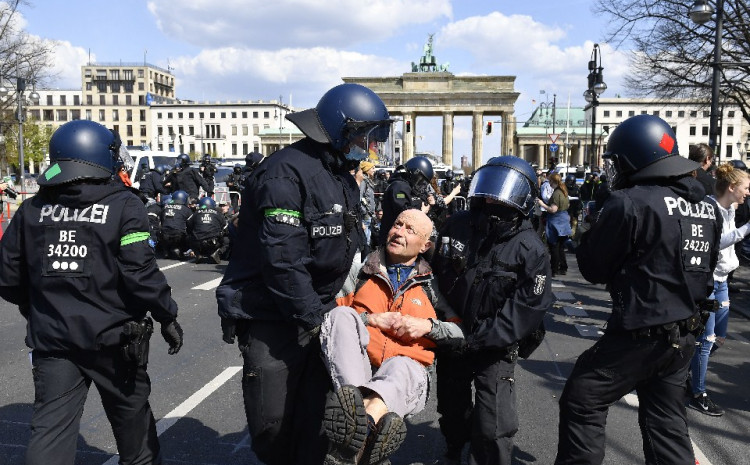 Policija hapsila demonstrante