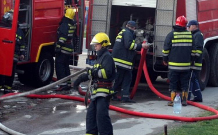 Na teren upućeni vatrogasci