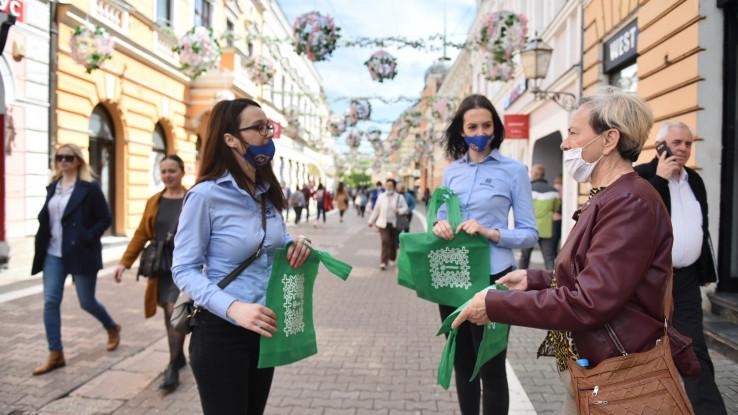 Čuvajmo životnu sredinu - Mozzart dijelio cegere Banjalučanima