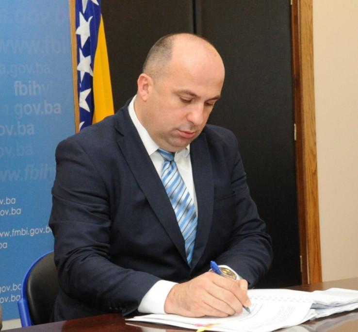 Lasić potpisao ugovor uime Vlade FBiH
