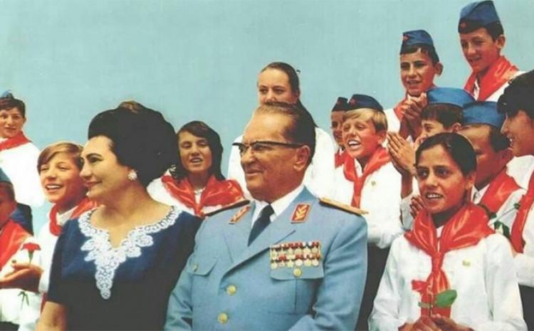 Josip Broz Tito: Opjevan u mnogim pjesmama