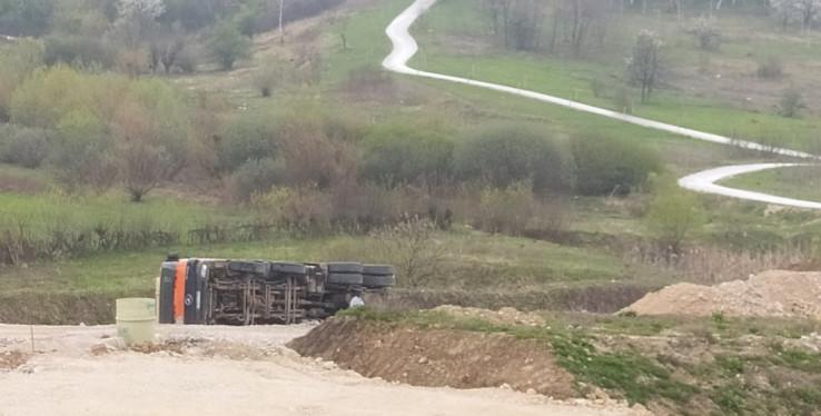 Vozač prošao bez povreda, a ni kamion nije oštećen