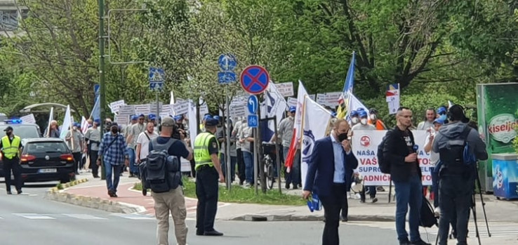 Kolona stigla ispred zgrade Vlade FBiH
