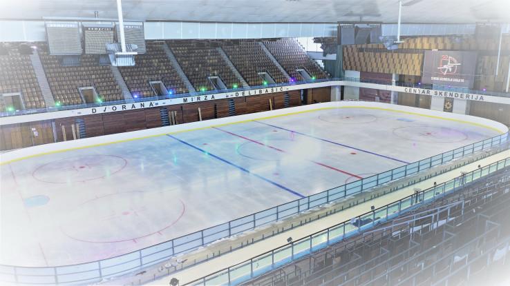 Postavljeno klizalište olimpijskih dimenzija