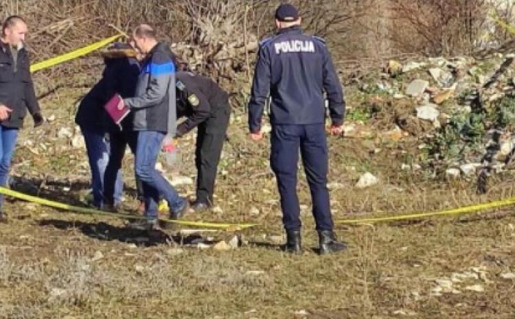 Istražitelji na mjestu gdje je pronađeno tijelo