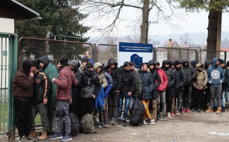 Nadljudskim naporima kontroliraju situaciju s migrantima