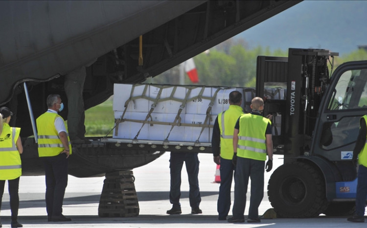 Primopredaja donacije na Međunarodnom aerodromu Sarajevo