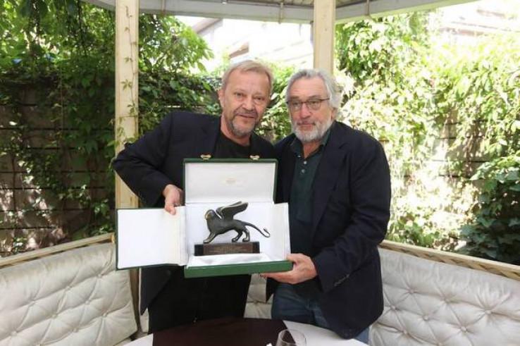 """Robert De Niro uručio Hadžihafizbegoviću """"Zlatnog lava"""" u Veneciji za najboljeg glumca"""