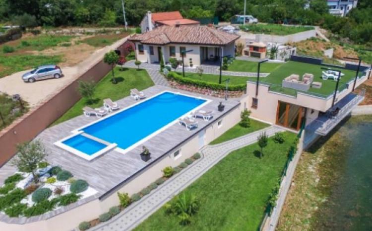 Kuće za odmor, odnosno, vile s bazenima nisu nepoznanica u turističkoj ponudi skoro cijele Hercegovine
