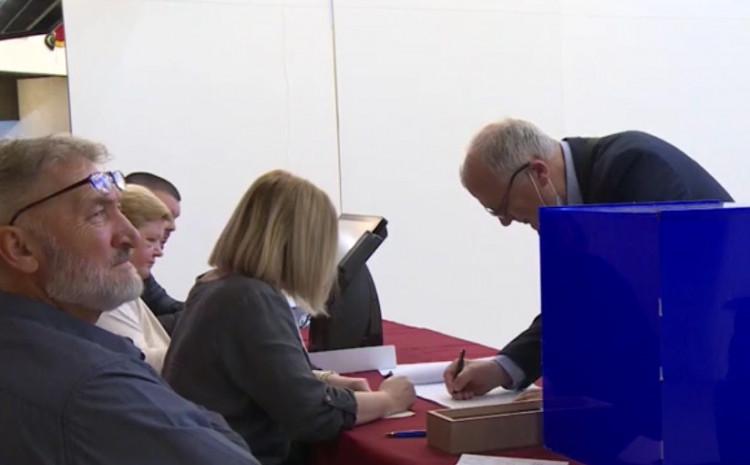 Pravo glasa ima 25.590 birača