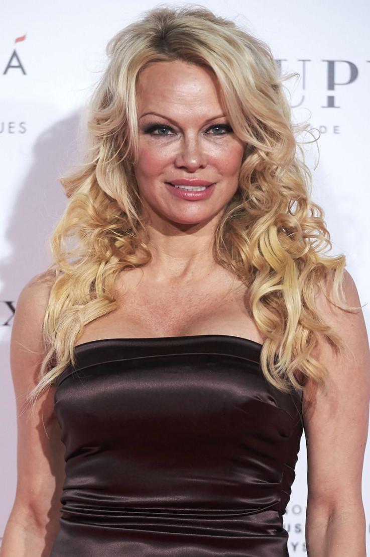 Pamela Anderson: Moj tadašnji dečko je mislio da bi bilo zanimljivo me siluje sa šest prijatelja