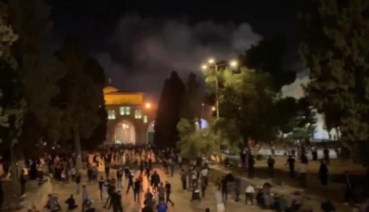 Neredi oko džamije i dalje traju