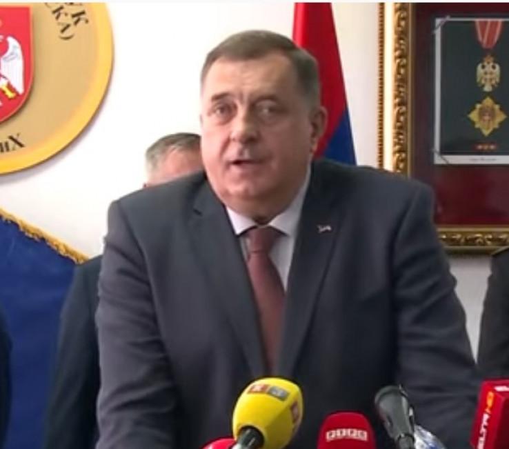 Dodik: Vojska RS danas živi u narodu kao mit i stvarnost