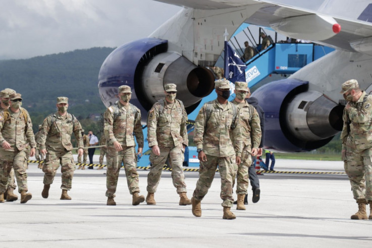 Američki vojnici nakon iskrcavanja iz aviona