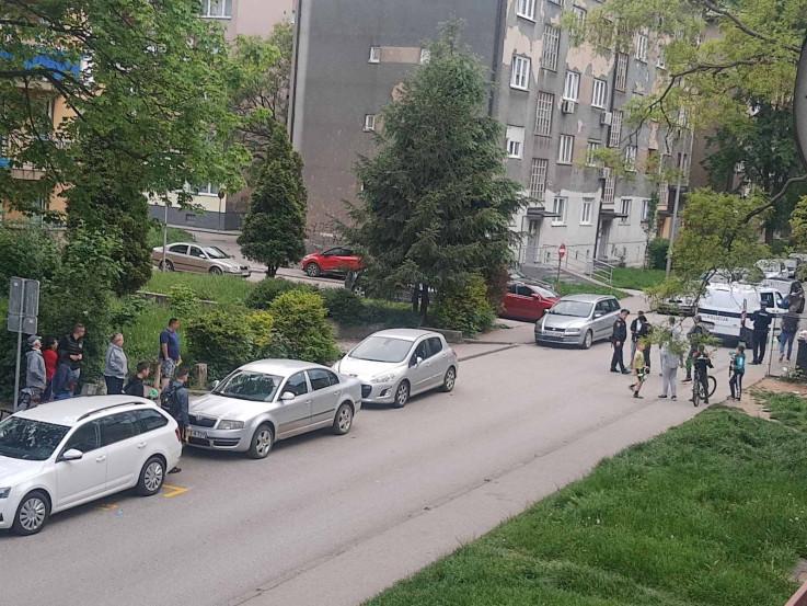 Uznemireni mještani na ulici promatrali obračun