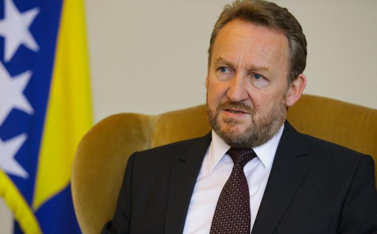 Podijeljenost opozicije Izetbegoviću jedina nada