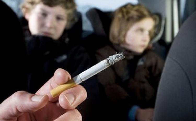 Pušenje bi trebalo biti zabranjeno i u privatnim automobilima u kojima sjede maloljetnici
