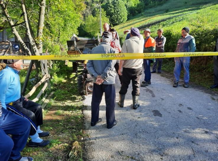 Mještani se okupili na mjestu nesreće