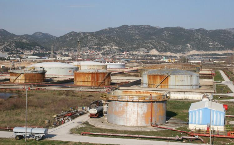 Naftni terminali Federacije BiH u Pločama grcaju u problemima