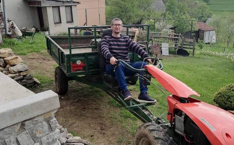 Kevrić dobio motokultivator