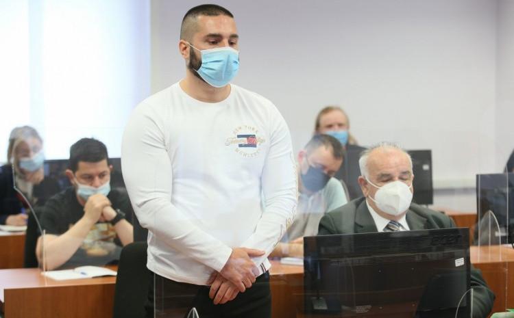 Detalj sa suđenja Siniši Šakiću