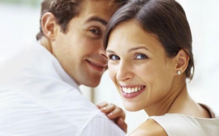 Mnogi mladići priznaju da su starije partnerke bolje od njih u krevetu