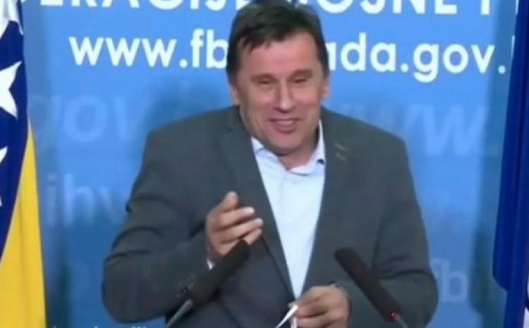 Fadil Novalić ponovo u ofsajdu