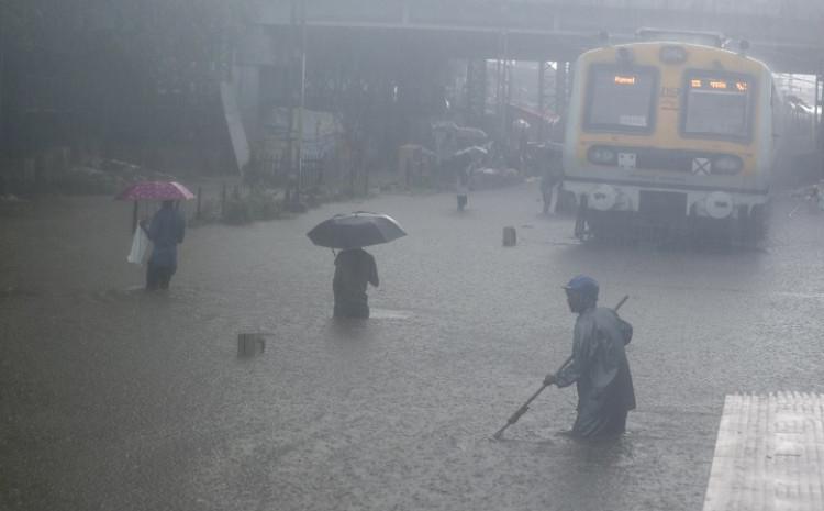 Jake monsunske kiše pogodile Indiju
