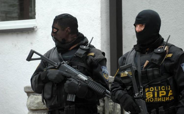 Policija oduzela duhan, cigarete i novac