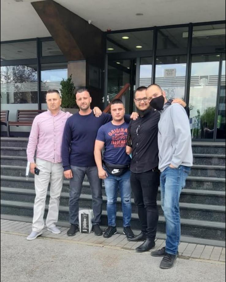 Frlj (drugi s lijeva) s prijateljima incijatorima ideje da se oda priznanje Šumaheru