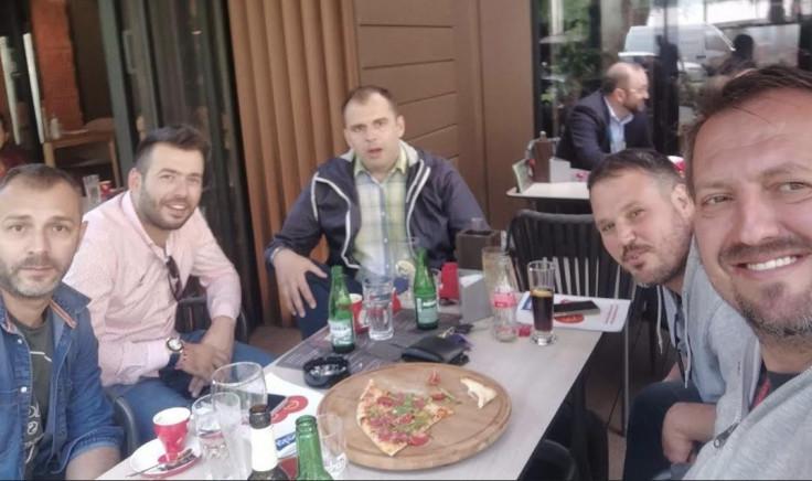 Darko Brkan, (drugi zdesna) u društvu Avde Avdića (prvi s lijeva)