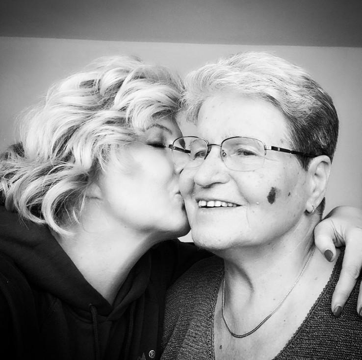 Sanela s majkom: Zahvalila ljekarima i prijateljima
