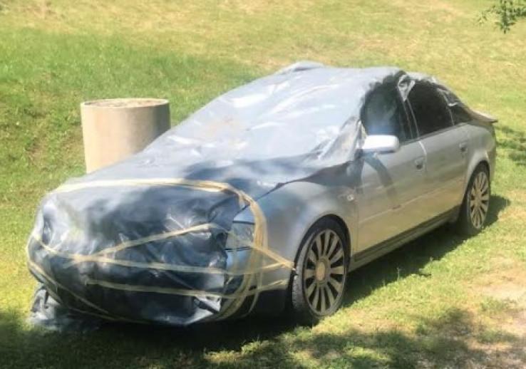 Vozilo pronađeno kod Laktaša prekriveno ceradom