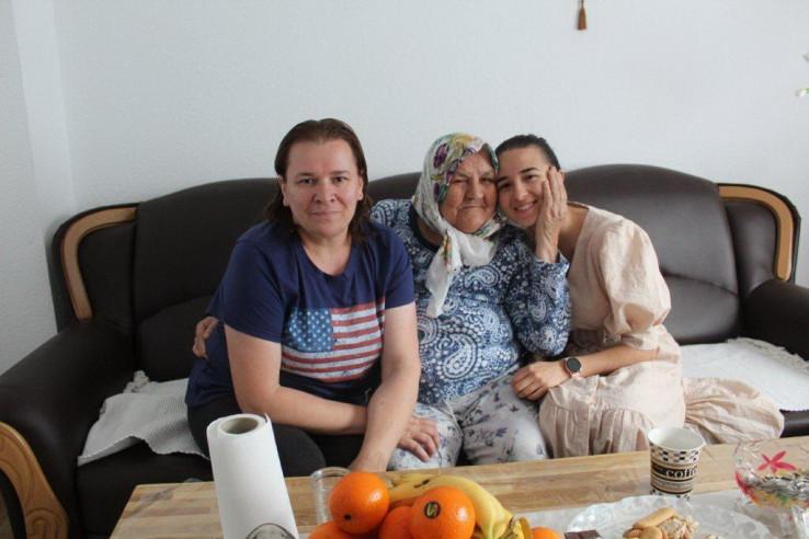 Nana Fata s kćerkom Zlatkom Bašić i unukom