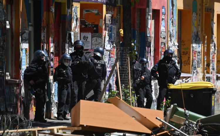 Policajci napadnuti kamenjem kada su pokušali da osiguraju područje