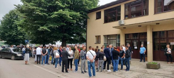 Građani čekaju na vakcinaciju