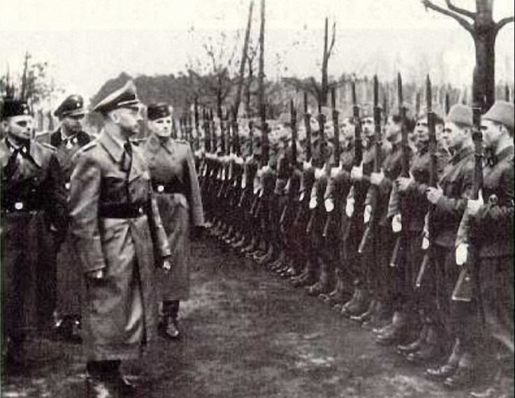 Himler u obilasku Handžar  divizije