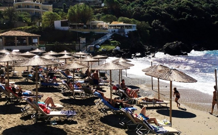 Grčka je preko noći ukinula sve restrikcije vezane za putovanja