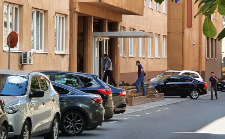 Ulazak inspektora u zgradu OSA-e